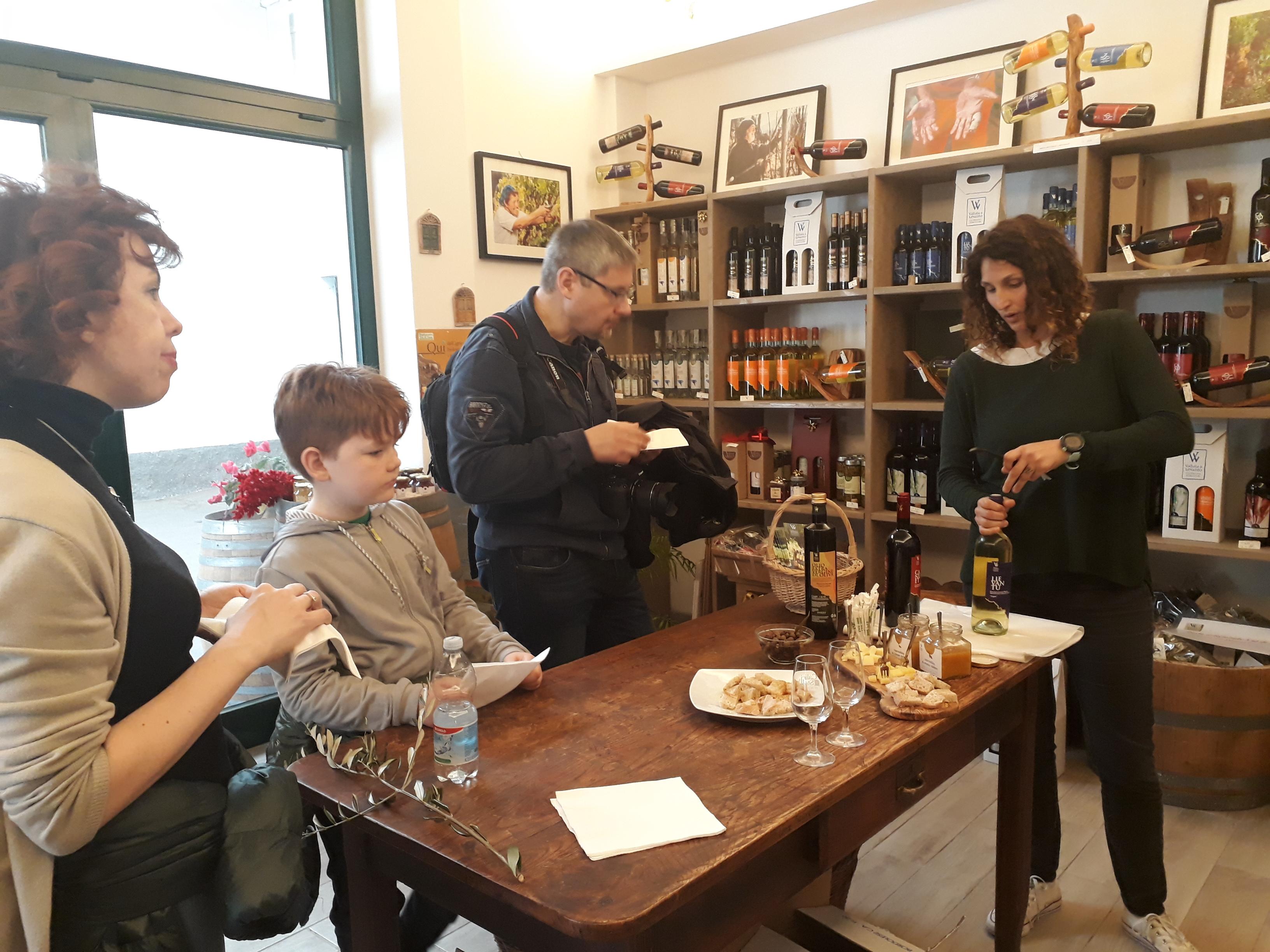 DeguTour: Degustazione di olio nell'uliveto di famiglia