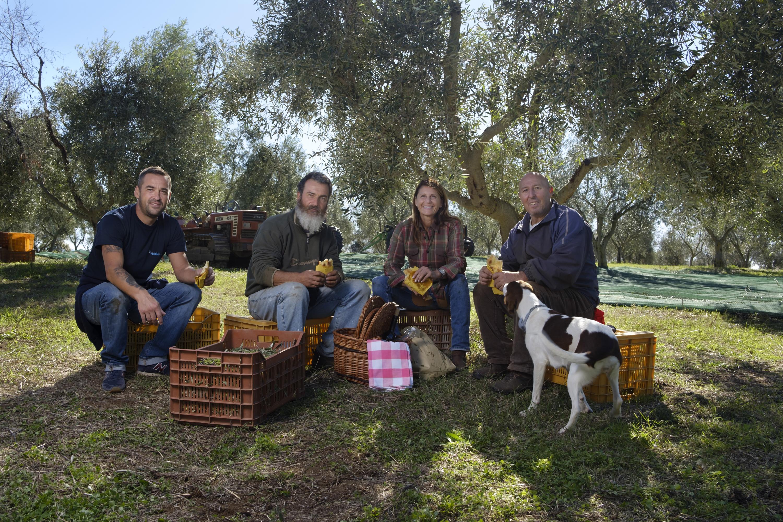 Il MOLINO e l'oliveto centenario Caninese